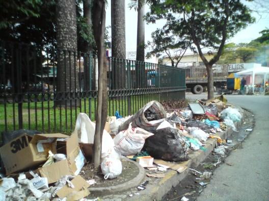lixo-praca-beberibe-1