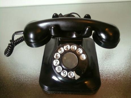 Telefone-antigo-em-baquelite-anos-bem-conservadso-e-20130218024835