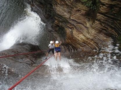 descida-com-tecnica-de-rapel-por-cachoeira-de-carrancas-1377813828466_667x500
