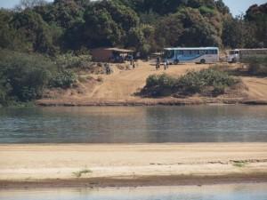 Nivel baixo do Rio São Francisco impede a travessia de balsa nacidade